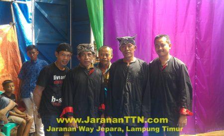 Krew Gambuh memakai Seragam Baju Penandon (Baju Warok) Ponorogoan