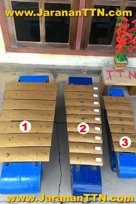 Gamelan (1) Demung 7 bilah, (2) Saron 9 bilah, dan (3) Peking 7 bilah