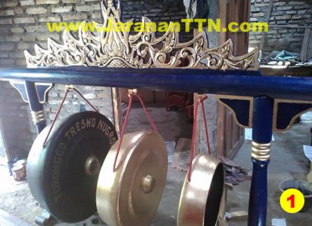 Paket Gamelan Gong Campur Sari, terdiri Gong Jaranan (Suwuk dan Kempul) dan Gong Gede